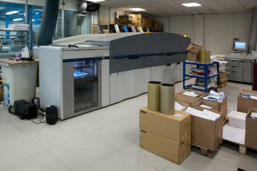Trabajos con máquinas adhesivadoras de papel